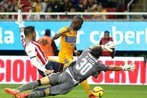 Enner Valencia marcó un doblete para la victoria de Tigres sobre Chivas en cotejo amistoso.