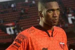 Alexander Domínguez desea seguir en Colón pero su pase pertenece al Monterrey mexicano.