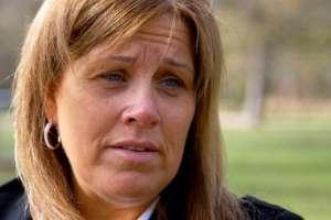 """Lisa Jones dice que la presencia de los manifestantes es """"cruel"""" e """"injusta""""."""