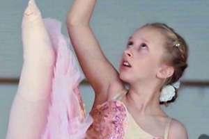 Las numerosas operaciones a las que fue sometida Pollyanna Hope no le impidieron cumplir su sueño de ser bailarina.
