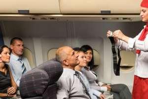 Como cada avión es distinto y tiene por ende distintos procedimientos de evacuación.