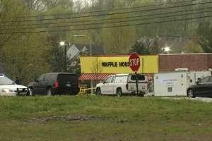 Un hombre desnudo abrió fuego en un restaurante de las afueras de Nashville. Foto: @FOXNashville