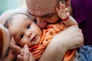 La relación entre un bebé de menos de dos años y su cuidador es clave. Foto: GETTY IMAGES
