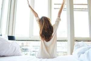 ¿Debemos abandonar el hábito de quedarnos más tiempo en la cama el sábado y domingo?