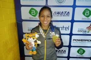 COCHABAMBA, Bolivia.- Luisa Valverde se alzó con medalla de oro en lucha. Foto: COE