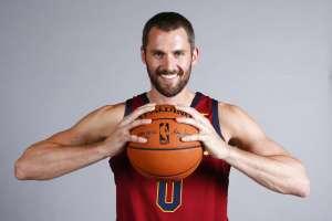 El basquetbolista estadounidense de 30 años tomará el lugar dejado por LeBron James. Foto: AP