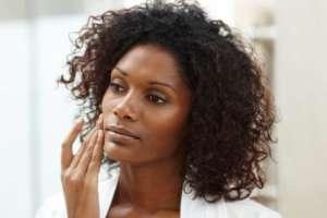 La mayoría de mujeres de piel oscura que usa productos blanqueadores lo hace sin receta médica.
