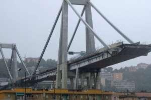 El puente, que fue construido en los años 60, se conoce como el Morandi.