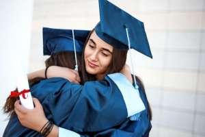 Terminar a la universidad para algunos es un sueño y, para otros, el inicio del pago de una deuda enorme.