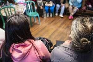 Las prostitutas del Jardín de la Luz reunidas para ver cómo encarar el posible cierre de espacio. Foto: GUI CHRIST