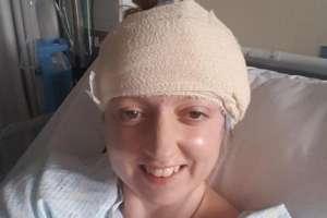 Sarah-May Philo en la mesa de operaciones.