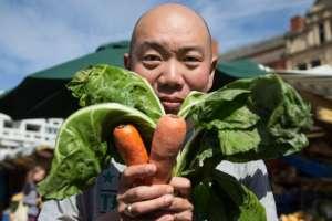 """El doctor Giles Yeo, copresentador de la serie de TV de la BBC """"Confía en mí, soy médico"""", siguió una dieta vegana durante un me"""