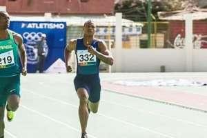 Álex Quiñónez terminó tercero en los 200 metros planos. Foto: @alex_quinones_atletis