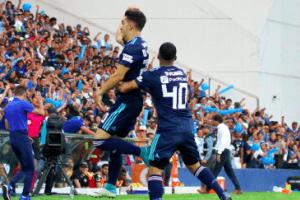 Nicolás Queiroz (i.) hizo el primer tanto azul. Foto: Tomada de @CSEmelec