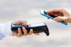 Pagar con el celular ya no es una excentricidad. Foto: GETTY IMAGES