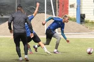 El defensa ecuatoriano hizo el tercer tanto en el 4-0 ante Deportivo Binacional. Foto: Tomada de @MelgarOficial