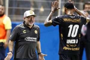 CULIACÁN, México.- Angulo celebra el gol junto a su entrenador, Maradona.