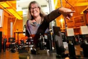 Donna Strickland es la tercera mujer en la historia en ganar el Premio Nobel de Física.
