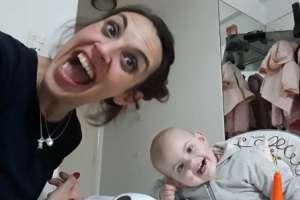 El video de una bebé de 15 meses que asombra al mundo.