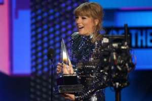 Taylor Swift marcó récord como la artista más premiada de la historia de los AMAs  Foto: BBC