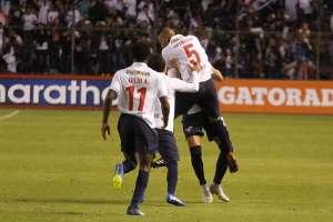 Los 'albos' vencieron 1-0 al Deportivo Cuenca en el estadio Rodrigo Paz Delgado. Foto: API