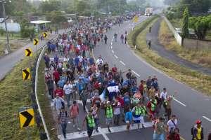 """MÉXICO.- """"La caravana comprende a 7.233 personas, muchas de las cuales marchan hacia el Norte"""", según portavoz de ONU. Foto: AP"""
