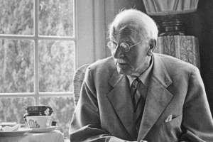 Jung recibió a la BBC en su casa de Zúrich. Fue una de las últimas entrevistas de su vida.