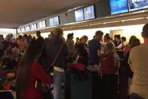 """BA se disculpó con los más de 200 pasajeros por el """"largo retraso"""". Foto: TWITTER/LEE_SULLIVAN85"""