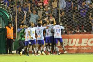 Macará, Emelec, Delfín, Liga de Quito y Barcelona disputan el primer lugar de la vuelta. Foto: API