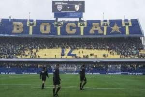 BUENOS AIRES, Argentino.- Personal de la Conmebol inspeccionó la cancha de 'La Bombonera'. Foto: AFP