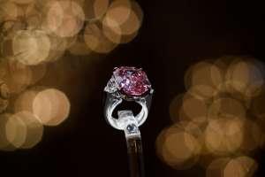 """GINEBRA, Suiza.- El valor del """"Pink Legacy"""" se estimaba en entre 30 y 50 millones de dólares. Foto: AFP."""
