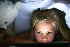 """El reporte sugiere que el vínculo entre el sueño y el tiempo de exposición a una pantalla es """"muy modesto""""."""