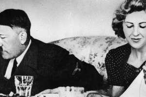 Hitler y su amante Eva Braun. El mandatario alemán tenía un grupo de catadoras de alimentos.