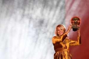 La jugadora del Olympique Lyon venció a otras cuatro nominadas, entre esas Marta de Brasil. Foto: FRANCK FIFE / AFP