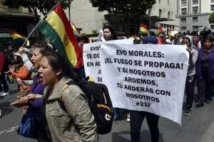 Bolivianos protestan contra postulación de Morales. Foto: AFP
