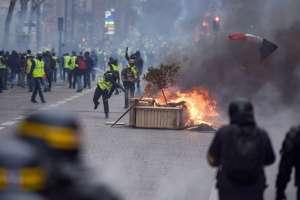 """31.000 """"chalecos amarillos"""" protestan en Francia, 700 detenidos. Foto: AFP"""