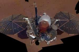Utilizó su brazo robótico para tomar la imagen de toda la nave y su entorno. Foto: NASA/JPL-CALTECH