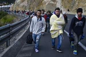 En la Panamericana Norte se observaron grupos de migrantes que huyeron de esa ciudad con destino incierto. Foto: Referencial