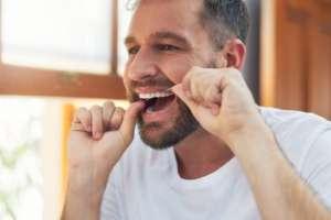 La enfermedad de las encías podría estar vinculada con el Alzheimer.