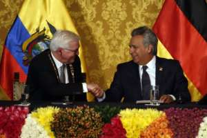 """QUITO, Ecuador.- Moreno condecoró a su homólogo alemán con la Orden Nacional """"Al Mérito"""" en el grado de Gran Collar. Foto: API"""