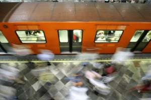 """""""El metro sigue siendo una zona segura. Tenemos un operativo especial de unos 5.000 policías"""", dice la procuradora"""