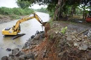 Reforzamiento del puente sobre el río San Antonio en Bucay. Foto: Prefectura del Guayas