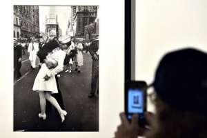 La fotografía ha aparecido en exposiciones alrededor del mundo y se ha reproducido en postales, láminas y objetos de toda índole
