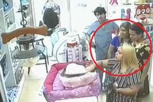 Delincuentes usan faldas para robar productos en Guayaquil. Foto: Captura de video