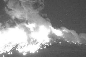 El volcán Popocatépetl de México registró una impresionante explosión en la noche del lunes. CENAPRED
