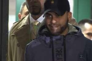 Christian Rodríguez muestra su sonrisa ante la prensa cuando es trasladado por autoridades.(Foto: Captura de video)