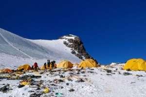 Varios restos fueron avistados en el Campamento 4 debido al terreno plano.