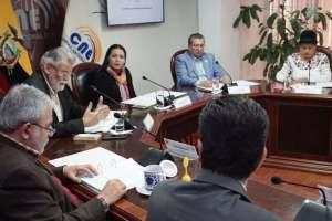QUITO, Ecuador.- Consejero José Cabrera aseguro ante el pleno del organismo que no se cumplió el contrato. Foto: CNE