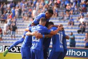 Los 'azules' vencieron 1-0 a los 'celestes' y también los bajaron de la punta del torneo. Foto: API