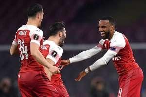 Arsenal festeja su victoria en Italia